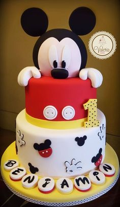 Mickey cake Valeria Cakes repostería creativa Tap the link now to find the hottest products for your kitchen – Paris Disneyland Pictures Mickey Birthday Cakes, Mickey 1st Birthdays, 1st Birthday Cake Smash, Mickey Cakes, Mickey Mouse Clubhouse Birthday, 2nd Birthday, Birthday Ideas, Baby Mickey Mouse Cake, 1st Birthday Boy Themes