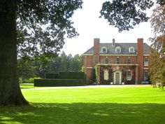 Red Brick 'Federal' Style Country Estate, with rolling manicured lawn and gardens. English Manor Houses, English Homes, Grand Homes, Residential Architecture, British Architecture, Country Estate, Historic Homes, Beautiful Homes, House Beautiful