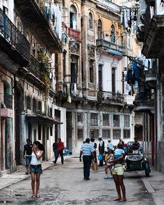 Calle San Miguel: Viele Besucher erwarten diese einzigartige Atmosphäre Havannas - alte, verwinkelte Straßenzüge, in denen man sich verlieren kann.