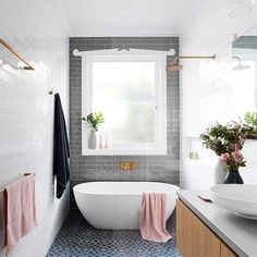 classic bathroom Narrow bathroom, love the overall idea with the tile layout but need something more extravagant in this small space !Narrow bathroom, love the overall idea with the tile layout but need something more extravagant in this small space ! Tile Layout, Bathroom Layout, Bathroom Interior, Bathroom Ideas, Bathroom Designs, Bathroom Trends, Kitchen Layout, Bathroom Inspo, Kitchen Interior