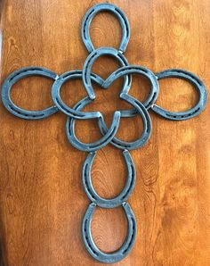 A cross made from horseshoes, aligned to create a star in the center Perfect for inside home decor or outside decor. Great for yourself or for a gift! Measures 18.5 x 23 Welded and created by hand in home. Very sturdy. If you are interested in more designs or something slightly different, send me a message and we will see what we can do! Thanks for looking