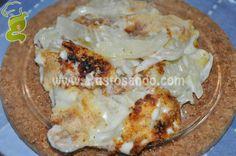 I finocchi gratinati sono un contorno gustoso e veloce da preparare. Insaporiscono il piatto la generosa copertura di parmigiano grattugiato e di salsa besciamella, che attribuiranno alla pietanza l'inconfondibile e sfiziosa gratinatura.....