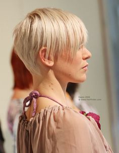 short hairstyles | Flattering and gamine short hairstyle with short neck hairs
