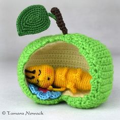 "284 Likes, 22 Comments - Owl Tales (@tamaranowack) on Instagram: ""#apfelwurm #apple #worm #sleep #badroom #crochet #leaf #flower #sleeping #schlaf #schlafzimmer…"""