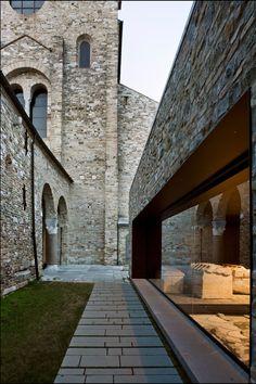 orsenigo_chemollo, GTRF Tortelli Frassoni Architetti Associati · Aula di Cromazio e piazze della Basilica di Aquileia · Divisare