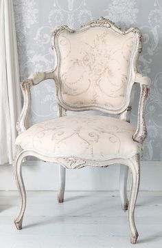 Delicate Pink #French chair with grey wash finish. Perfect for a ladies closet. ♔