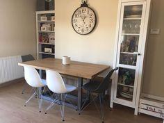 Tablero no envejecido con tono roble intermedio y estructura de hierro natural con lacado incoloro (gris metálico) Corner Desk, Natural, Furniture, Home Decor, Dining Room Furniture, Wood Tables, Oak Tree, Hue, Board