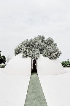 Kikar Levana (White Square), Edith Wolfson Park, Tel Aviv, Israel by Dani Karavan Environmental Sculpture, Art Et Architecture, Concrete Jungle, Tel Aviv, Land Art, Installation Art, Design Art, Urban Design, Modern Design
