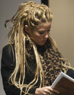 WOAH! Fake dreads that I could actually do!  Totally trying this out!