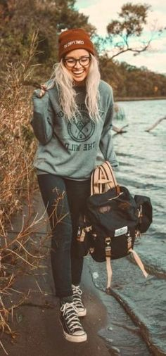 30 cute camping & outdoor outfits ideas 30 cute camping & outdoor outfits cute camping & outdoor outfits ideasCamping may be a fun and exciting hobby that several ind Best Hiking Pants, Hiking Gear, Camping Outfits For Women, Trekking Outfit, Climbing Outfits, Hiking Fashion, Camping Fashion, Hippie Look, Outdoor Outfit