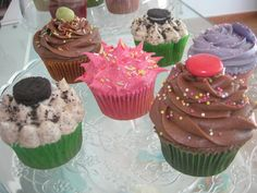 Diferentes cupcakes de diferentes sabores, colores y formas. Que aproveche!!!.