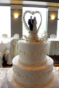 traditional cake topper, via http://www.kristinealethaweddings.com/ #ELV