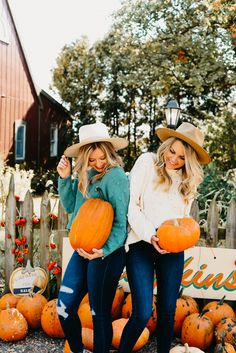 Fall is officially in full swing which means taking a trip to the local pumpkin patch. Shop our latest Fall must haves to wear on your trip to the patch! Plaid Shirt Outfits, Fall Outfits, Pumpkin Patch Pictures, Pumpkin Pics, Pumpkin Patch Photography, Fall Friends, Pumpkin Patch Outfit, Cute Selfie Ideas, Unique Clothes For Women