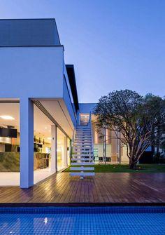 Mansão em Londrina (PR) tem energias ambientais integradas ao imóvel