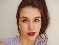 Delineado gatinho com batom roxo. Maquiagem tanto para o dia como para noite. #lábiosroxos #makeup #purplelipstick
