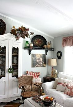 Gorgeous French Country Living Room Decor Ideas by Gloria Jean Living Room Decor Country, French Country Living Room, French Country Farmhouse, French Country Style, Cottage Living, Farmhouse Style, Farmhouse Decor, English Cottage Style, Cottage House