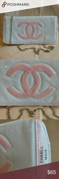 Chanel Beauty Vip Gift clutch cross body bag in Wh CHANEL BEAUTE VIP GIFT COSMETIC CLUTCH BAG  TWO WAYS: CROSS BODY WITH CHAIN ATTACHED OR WITHOUT   THIS WAS A FREE 'NOT FOR SALE' GIFT FROM A PURCHASE AT CHANEL BEAUTE COUNTER, NOT SOLD FROM A STORE NOR FROM A BOUTIQUE   IT DOESN'T COME WITH A DUST BAG, BOX NOR AUTHENTICITY CARD   THIS IS ONLY FREE FOR VIP CUSTOMERS FROM CHANEL MAKE UP COUNTER OR THE CUSTOMERS WHO INVITED TO THEIR PRIVATE MAKE UP EVENT   DISCONTINUED ITEM WITH LIMITED…