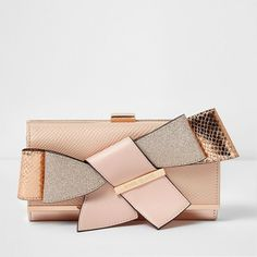 River Island Rose gold tone 3D bow clip top purse ($40) ❤ liked on Polyvore featuring bags, handbags, bags / purses, gold, purses, women, kiss-lock handbags, kiss clasp handbags, river island bags and kiss lock purse