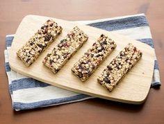 Batoane proteice de casa, cu merisoare Krispie Treats, Rice Krispies, Feta, Deserts, Bread, Kitchen, Cooking, Brot, Kitchens