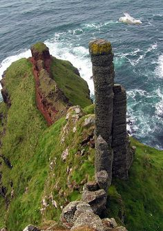 "Chimney stacks on Giants Causeway coast, Northern Ireland....FOLLOW ""Voyage My Travels"". and POST where you have been and the BEST of your Travels, Hotels, Adventures and Dining. ENJOY!! As usual, please keep the Pinterest rules in mind."