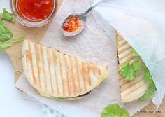 Pita tosti met kip, oude kaas en avocado - Mind Your Feed