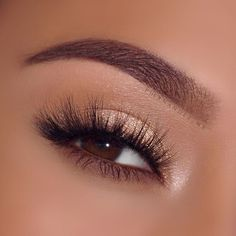 Shimmery champagne eyeshadow