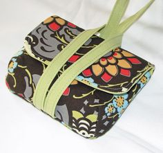 Clever little cell phone case Fabric Crafts, Sewing Crafts, Sewing Projects, Diy Clutch, Diy Purse, Best Cell Phone Coverage, Diy Wallet, Wallet Pattern, Make And Sell
