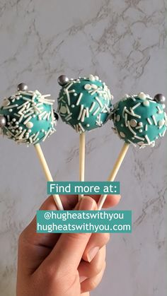 Come check out all of my tips & tricks to make perfect cake pops EVERY single time! #cakepops #easycakepops #basiccakepops Cake Pops Recipe Starbucks, Valentine Cake Pops Recipe, Recipe For Cake Pops, Cake Pop Recipes, Starbucks Recipes, Cake Pops How To Make, Diy Cake Pop, How To Make Cakepops, How To Cake