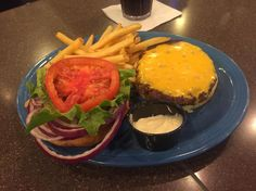 You can't ever go wrong with a classic burger  #melsdiner #burger #food #americanfood #fortmyers #fortmyersfl #dinner #lunch #diner #dinerfood #barfood #bar