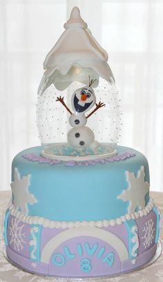 Olaf Snow Globe Cake Olaf is sculpted out of fondant and placed under an upside down glass vase. Frozen Theme Cake, Frozen Birthday Cake, Birthday Cakes For Teens, 3rd Birthday, Disney Themed Cakes, Disney Cakes, Bakery Style Cake, Globe Cake, Olaf Cake