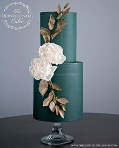 TQC Green Wedding Cake with Burnished Gold Accents and Wafer Paper Flowers Luxury Wedding Cake, Black Wedding Cakes, Bling Wedding, Wedding Flowers, Dream Wedding, Wedding Cake Accessories, Wafer Paper Flowers, Wafer Paper Cake, Cake Flowers
