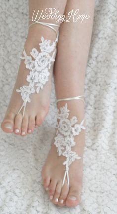 #bridal anklet white flower for beach wedding... Wedding ideas for brides, grooms, parents & planners ... https://itunes.apple.com/us/app/the-gold-wedding-planner/id498112599?ls=1=8 … plus how to organise an entire wedding ♥ The Gold Wedding Planner iPhone App ♥