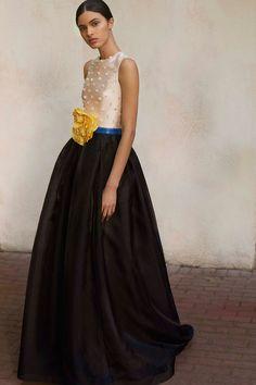 Carolina Herrera Resort 2018 Collection Photos - Vogue#rexfabrics #purveyoroffinefabrics #cometousforfashion #passionforfabrics