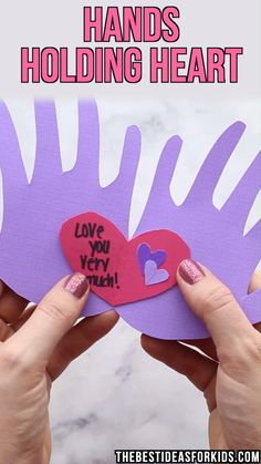 This handprint valentine card is two hands holding hearts with messages written inside the card. This handprint card is perfect for kids to make and give to parents for Valentine's Day! Kinder Valentines, Valentine Crafts For Kids, Valentines Day Activities, Funny Valentine, Valentines Crafts For Kindergarten, Valentines Day Cards Diy, Valentines For Mom, Printable Valentine, Homemade Valentines