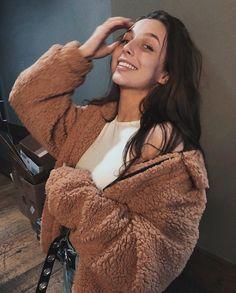 Emma chamberlain♡ Woman Knitwear and Sweaters womans turtle neck sweaters Annie Leblanc, Pretty People, Beautiful People, Ec 3, Emma Style, Tumbrl Girls, Emma Chamberlain, How To Pose, Celebs