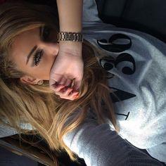 Image via We Heart It https://weheartit.com/entry/126866937/via/2282292 #beautiful #blonde #braid #girl #gold #luxury #nails