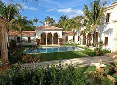 Spanish style homes Spanish Style Decor, Spanish Design, Spanish Style Homes, Spanish House, Spanish Courtyard, Courtyard Design, Hacienda Style, Italian Villa, Village Houses