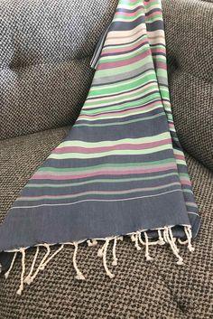 Fouta tunisienne drap de plage - ADGArt Self Love Quotes, Color Patterns, Weaving, Stripes, Bracelet, Blanket, Fabrics, Toss Pillows, Bed Drapes