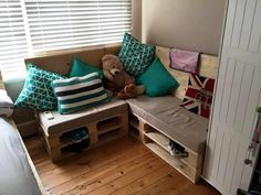 Pallet Sofa - 20 Inexpensive Pallet Projects You Can Do | 99 Pallets