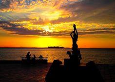 Sunset in La Paz, Baja California Sur. Pic: @Marina Zlochin Cortez