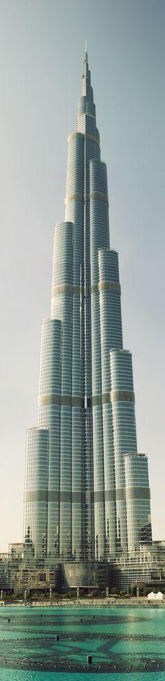 El edificio más grande del mundo, The Burj Khalifa en Dubai. ¿Qué les parece?