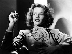 """""""Frauen von heute warten nicht auf das Wunderbare - sie inszinieren ihre Wunder selbst."""" - Katharine Hepburn"""