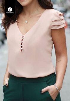 57 Casual Outfits Trending Today in 2019 Sleeves Designs For Dresses, Dress Neck Designs, Blouse Designs, Elegantes Outfit Damen, Modest Fashion, Fashion Outfits, Fashion Blouses, Trending Today, Fashion Clothes