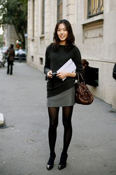 How To Wear Black Tights Winter Chic 66 Super Ideas Black Sweater Dress, Black Sweaters, The Sartorialist, White Lace Crop Top, Grey Tights, How To Wear Scarves, Professional Outfits, Gray Skirt, Skirt Fashion