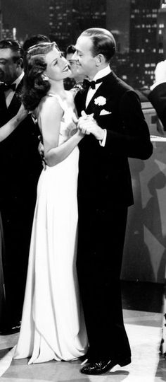 Rita Hayworth and Fred Astaire on the dance floor……réepinglé par Maurie Daboux ♪ ♪