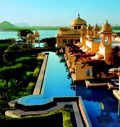 The stunning Oberoi Udaivilas, Udaipur graces the banks of Lake Pichola (India)