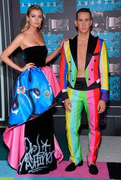 b155791e9 Stella Maxwell e Jeremy Scott viram Barbie e Ken de Moschino!