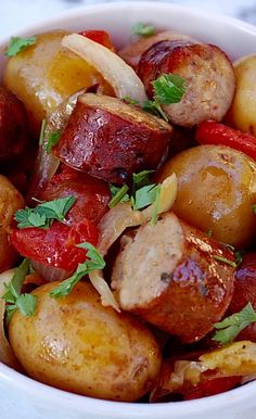 Slow cooker bratwurst sausage casserole recipe. Bratwurst sausages (you can use any, such as chicken or pork sausages) with vegetables cooked in a slow cooker. #sausages #casserole