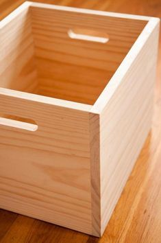 These basic, wooden boxes are made from a single board, two power tools, and an afternoon. #WoodworkingProjectsChristmas