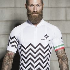 Short sleeve jersey that is anatomically cut and also sporty. It's made of a fabric of micro capillary channels which allow rapid evaporation and quick drying. Buy now!